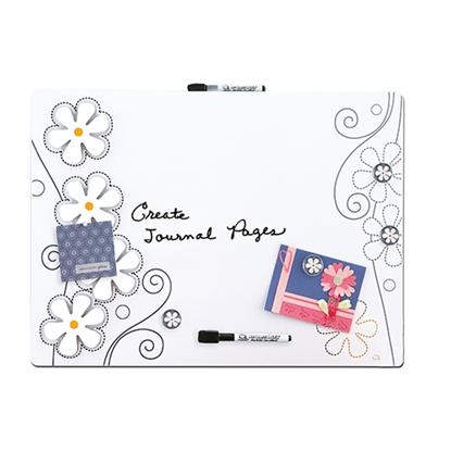 รูปภาพของ กระดานไวท์บอร์ดชนิดแม่เหล็ก Quartet รุ่น Flower #79220 (44.5x58.5 ซม.)
