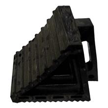 รูปภาพของ ยางหนุนล้อ รุ่น S21521 (10x20x15 ซม.) สีดำ