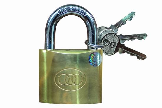 รูปภาพของ กุญแจแขวนทองเหลือง สามห่วง 32 mm. ขนาด 1 นิ้ว