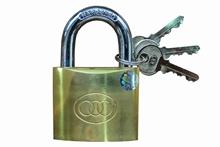 รูปภาพของ กุญแจแขวนทองเหลือง สามห่วง 50 mm. ขนาด 2 นิ้ว